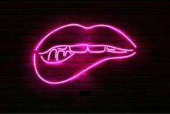 Różowe neonowe świecące wargi na ścianie z cegieł, wektor ilustracja wektor