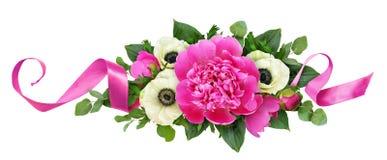 Różowe peonie i anemonów kwiaty w kwiecistym przygotowania obraz stock