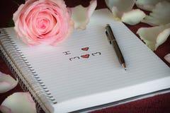 Różowe róże i Ja kochamy mama tekst obraz stock