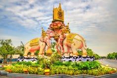 Różowego słonia statua blisko Uroczystego pałac w Bangkok, Tajlandia Obraz Stock
