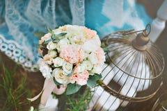 Różowej i białej panny młodej bukiet Zdjęcia Royalty Free