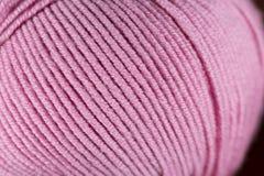 Różowej wełny niciany balowy makro- zbliżenie Fotografia Royalty Free
