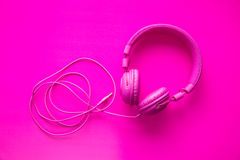 Różowi modnisiów hełmofony zdjęcia stock