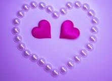 Różowi serca na różowym tle, St walentynki ` s dzień Obrazy Royalty Free