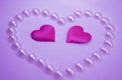 Różowi serca na różowym tle, St walentynki ` s dzień Zdjęcia Stock