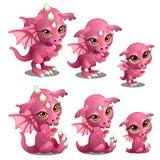 Różowy śliczny smok różni wieki, przyrost, siedzi, stojaki Czarodziejski kreskówki zwierzę dla animaci, children ilustracje ilustracja wektor
