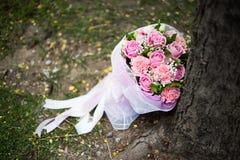 Różowy ślubny bukiet róże Zdjęcia Royalty Free