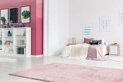 Różowy żywy izbowy wnętrze obraz royalty free