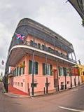 Różowy budynek w dzielnicie francuskiej obraz stock