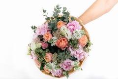 różowy bukiet róże, hortensja i eukaliptus, Fotografia Royalty Free