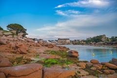 Różowy granitu wybrzeże, Perros Guirec, Brittany, Francja Obrazy Stock