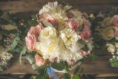 Różowy i biały ślubny bukiet obrazy royalty free