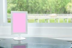 Różowy karciany położenie na marmuru stole Fotografia Royalty Free