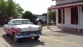 Różowy klasyczny Cadillac zbiory wideo