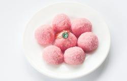 Różowy marmoladowy i pierścionek zaręczynowy Obrazy Stock