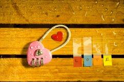 Różowy mistrzowski klucz i miłości abecadło Zdjęcie Stock