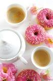 Różowy pączek i kawa Obrazy Stock