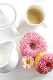Różowy pączek i kawa Obraz Royalty Free