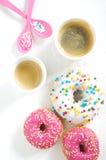 Różowy pączek i kawa Obraz Stock