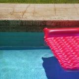 różowy pływakowy basenie pływa zdjęcia royalty free
