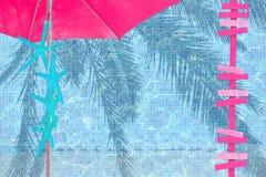 Różowy parasol i drewniana znak kopia interliniujemy turkusowej rozgwiazdy obrazy royalty free