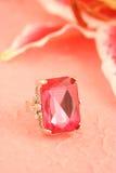 różowy pierścionek kamienia Obraz Royalty Free