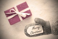 Różowy prezent, rękawiczka, tekstów Wesoło boże narodzenia, Instagram filtr fotografia stock