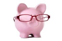 Różowy prosiątko bank jest ubranym szkła Fotografia Royalty Free