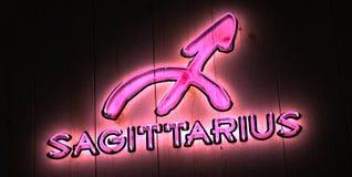 Zodiaka Sagittarius Neonowego znaka menchii światło Zdjęcie Stock
