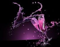 Różowy szampański pluśnięcie na czarnym tle Obrazy Stock