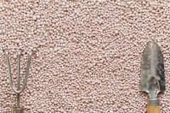 Różowy tło z kopalnymi użyźniacz piłkami Zdjęcie Royalty Free