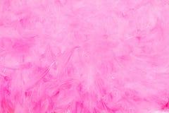Różowy textured tło, mażący z szczotkarskimi uderzeniami na białym tle Malujący nawierzchniowi projektów sztandary obrazy royalty free