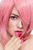 Różowy włosy i manicure Zdjęcie Stock