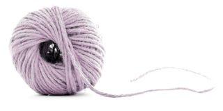 Różowy wełny skein, szwalnej nici rolka odizolowywająca na białym tle Zdjęcie Royalty Free