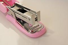 Różowy zszywacza narzędzie Fotografia Royalty Free