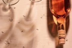 Różana wino butelka, odbicia i Obraz Royalty Free