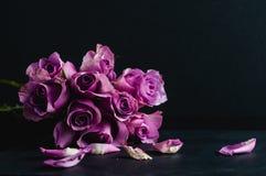 Różany bukiet na czarnym tle obraz royalty free