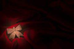 Różne zabawki na ognistym czerwonym tle dla nowego roku Obrazy Royalty Free