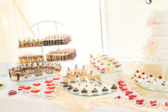 Różni rodzaje piec cukierki na bufecie Zdjęcie Stock