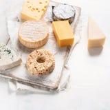 Różni rodzaje sery zdjęcia stock