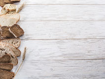 Różni typ pokrojony chleb Zdjęcia Royalty Free