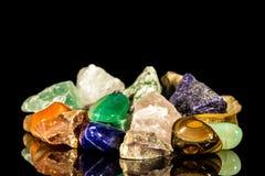 Różnorodna gemstones, uncut i upadku apretura, Zdjęcia Royalty Free