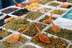 Różnorodne oliwki w oleju Obrazy Stock
