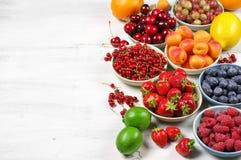 Różnorodne owoc na drewnie Obraz Stock
