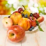 Różnorodne owoc na stole Zdjęcia Stock