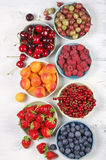 Różnorodne owoc w pucharach Zdjęcia Royalty Free