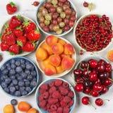 Różnorodne owoc w pucharach Zdjęcia Stock