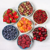 Różnorodne owoc w pucharach Zdjęcie Stock