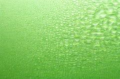 Różnorodne rozmiarów zieleni wody krople. Obrazy Royalty Free