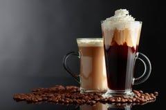 Różnorodni kawa napoje na czarnym tle zdjęcie royalty free